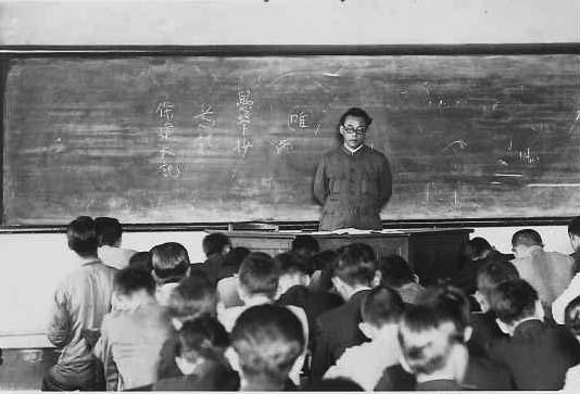 立命館大学国体学科で教壇に立つ里見先生